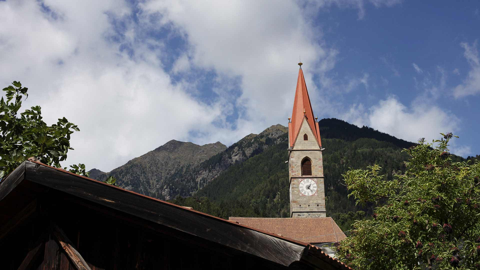 Vista sulla chiesa - Caines