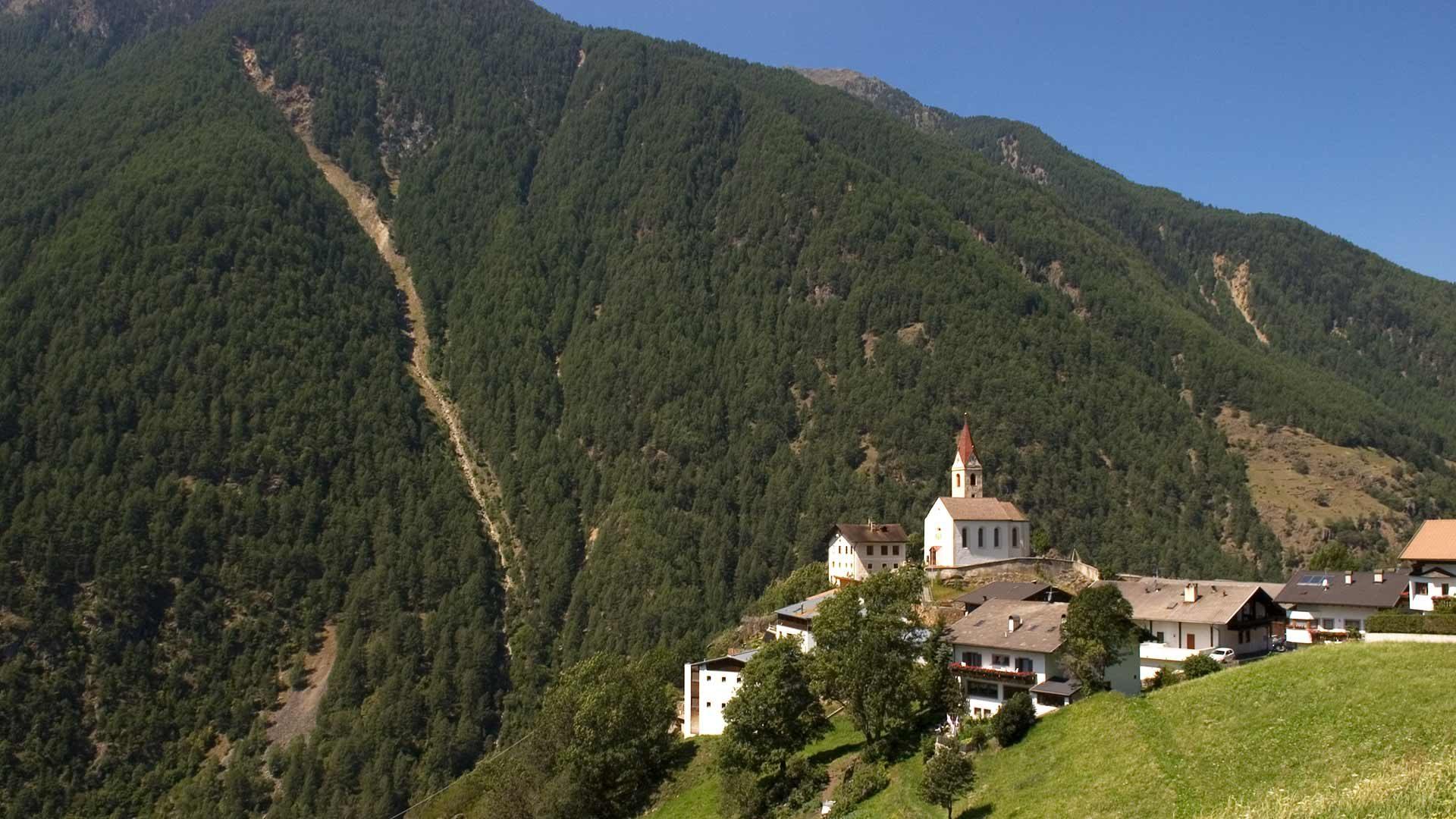 Val Senales - vista sulla chiesa