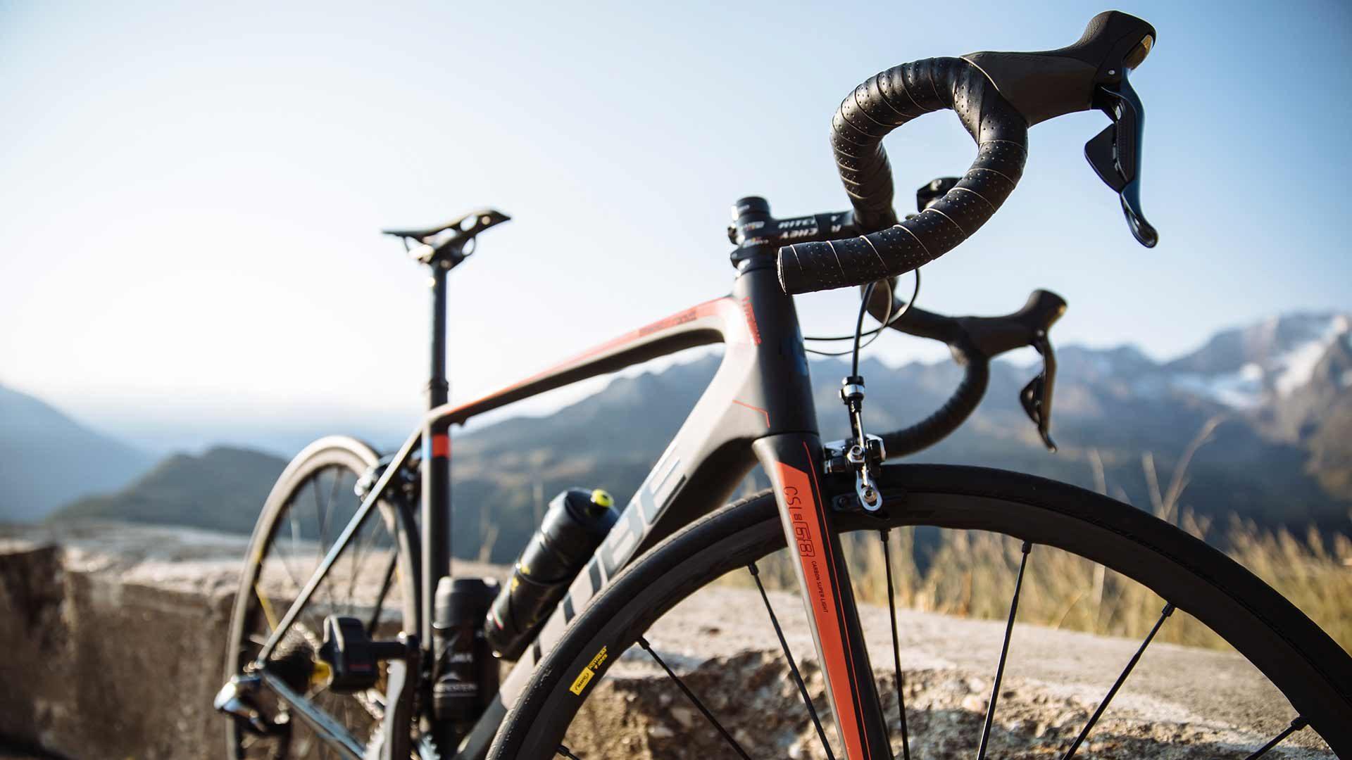 Con la bici da corsa al Passo del Rombo