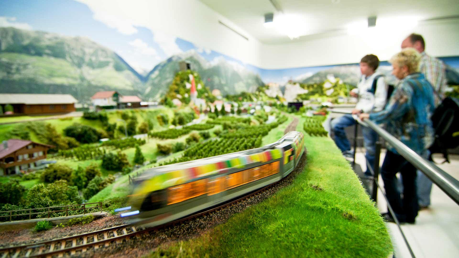 Installazione digitale di modellini di treni