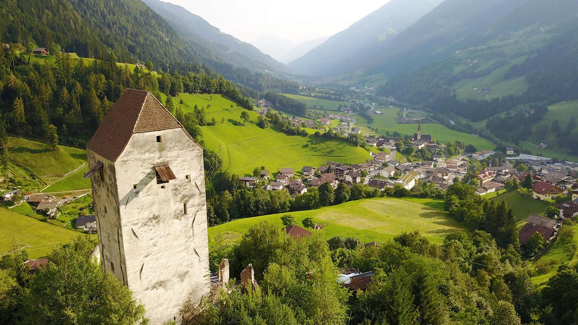 Vista sul Castel Giovo