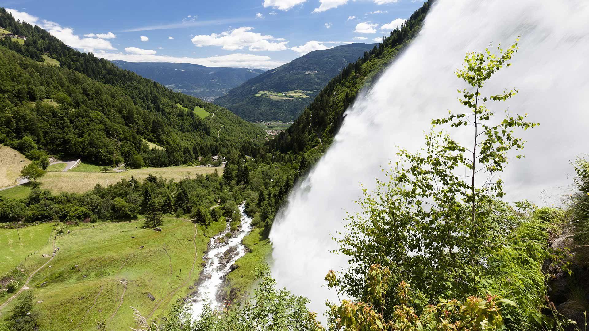 La cascata di Parcines quando si scioglie la neve