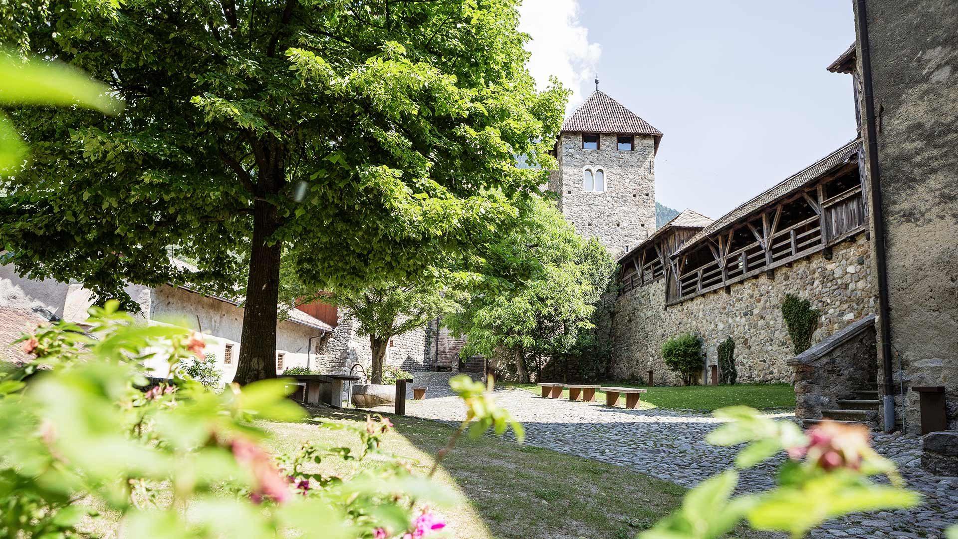 Castel Tirolo - cortile interno