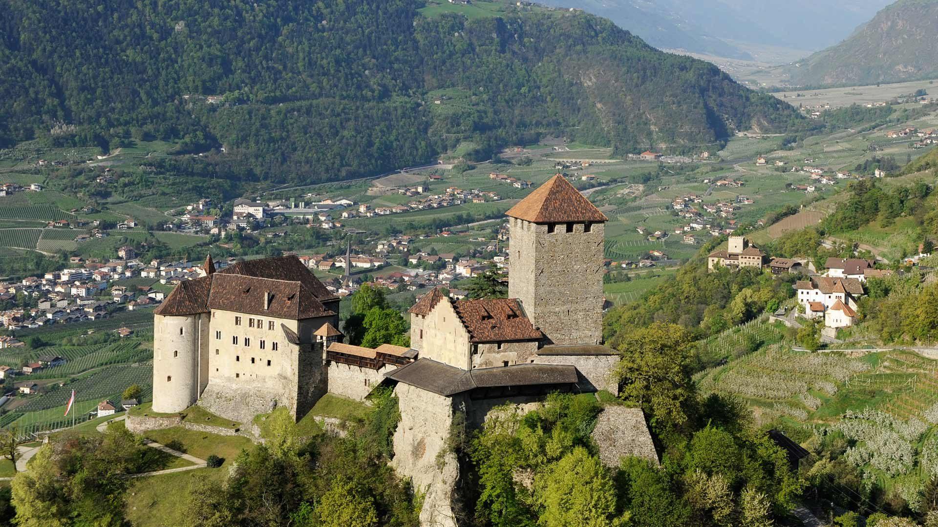 Vista sul Castel Tirolo e dintorni