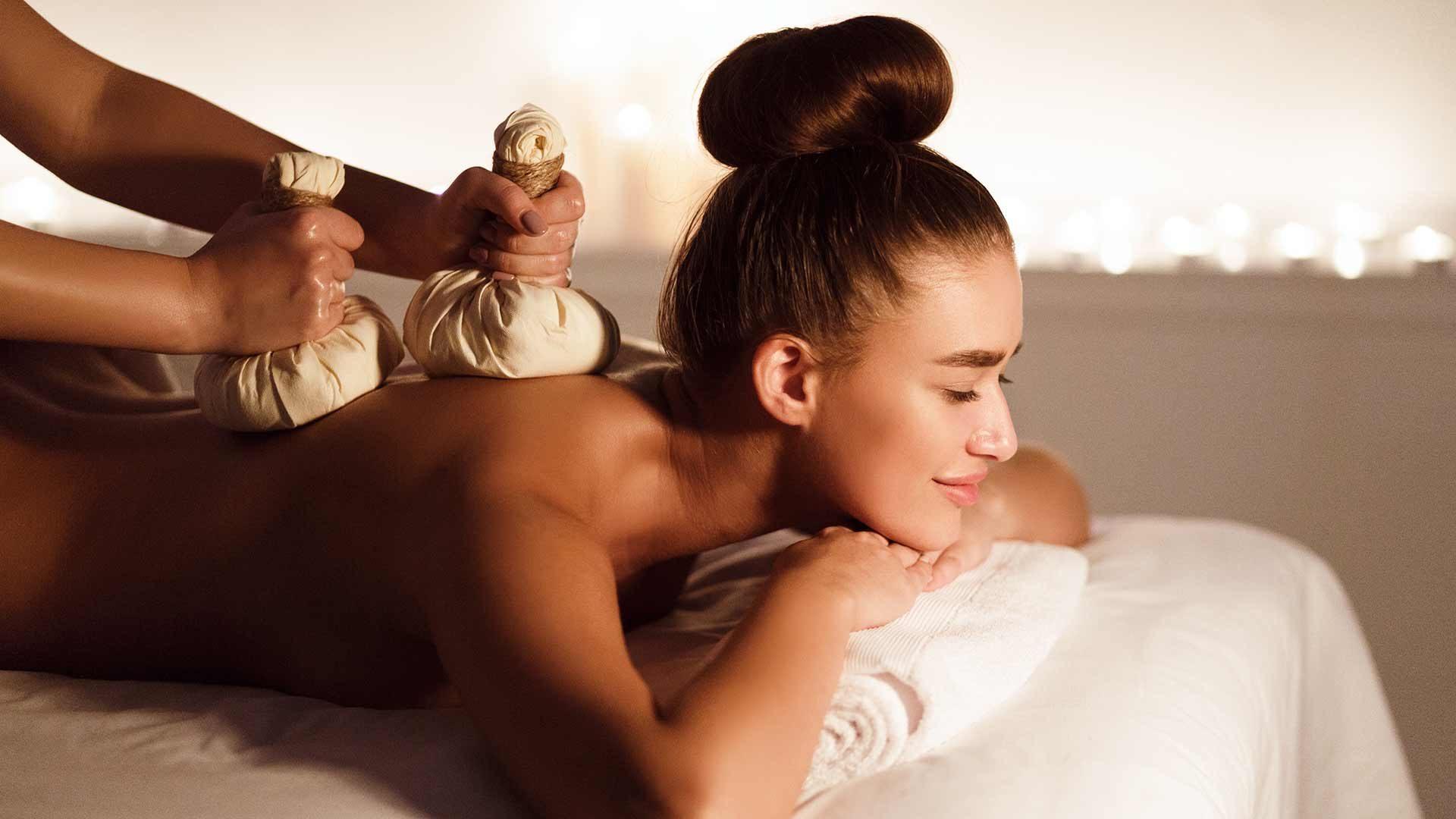 Massaggio con timbri caldi alle erbe aromatiche - Terme Merano