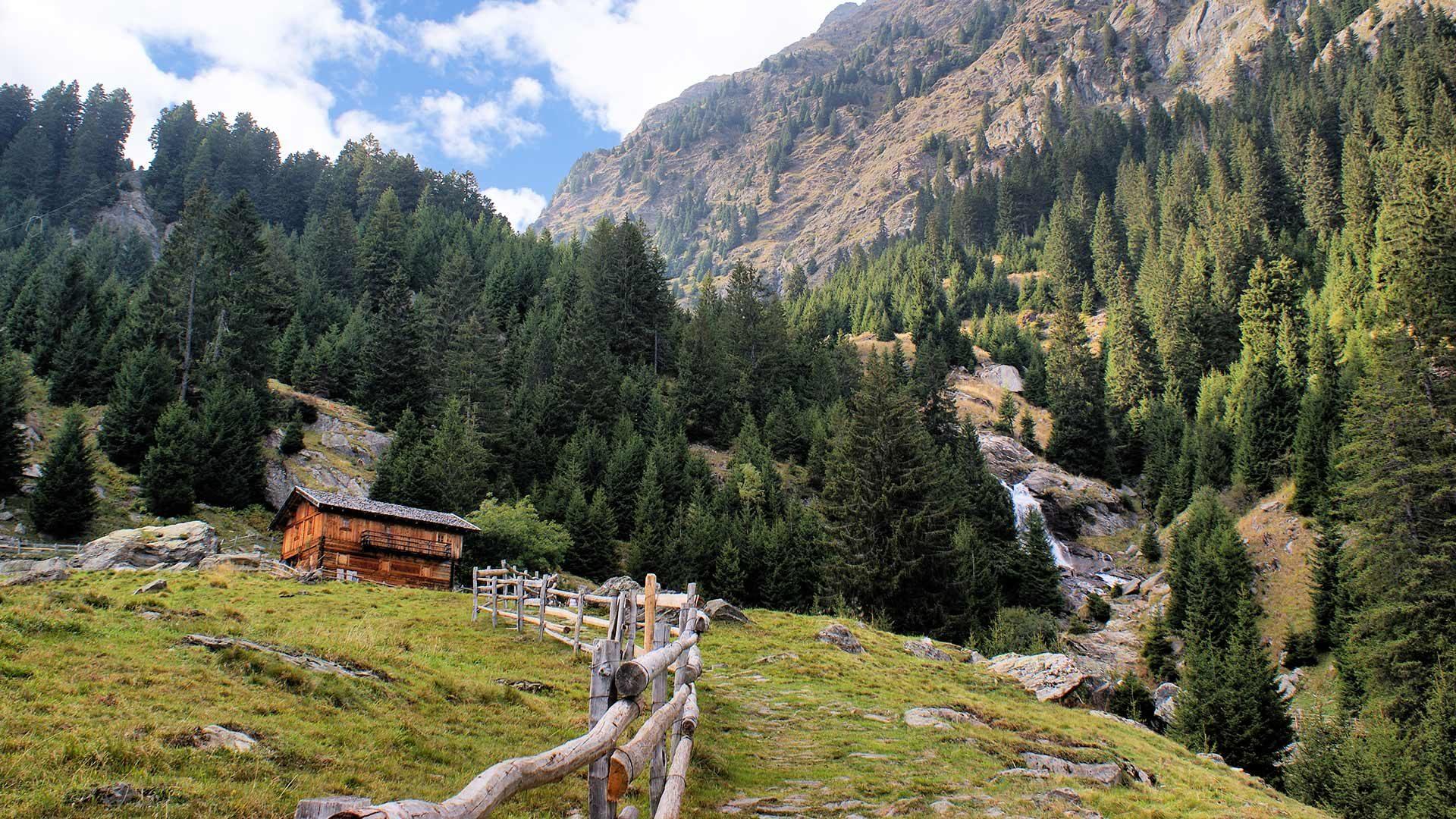 Lungo la Val di Sopranes a Longfall